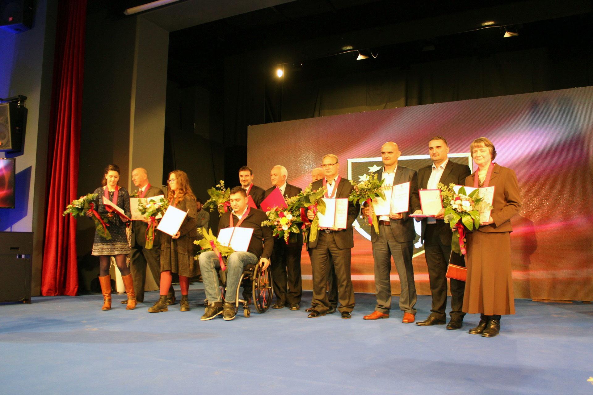 Nagrađeni na svečanoj akademiji: dr. sc. Marica Čunčić prva desno.